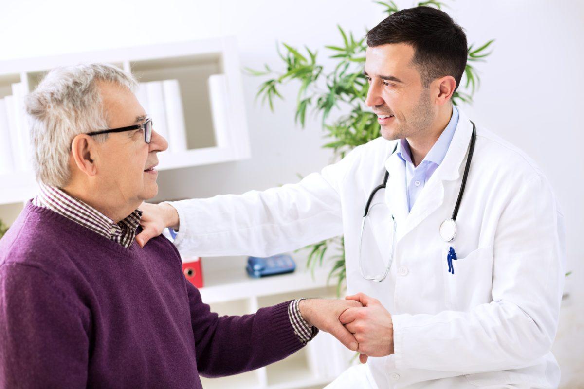 Médico e paciente | Quando é necessário recorrer a próteses penianas?